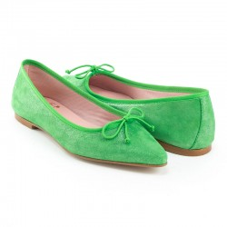 Bailarina ante verde