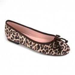 Bailarina  ante leopardo
