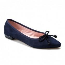 Bailarina punta ante azul