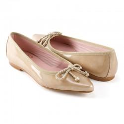 Bailarina punta charol beige
