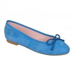 Bailarina ante azul claro
