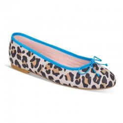Bailarina ante leopardo y azul