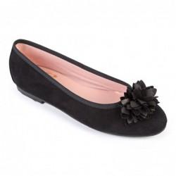 Bailarina ante negra flor
