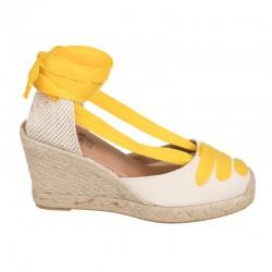 Zapato tipo inglés, con hebilla lateral, color cuero. Modelo Escocia.