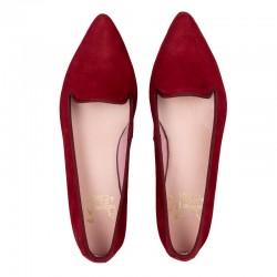 Zapato de tacón con pequeña solapa, en piel tipo serpiente acharolada color burdeos - Modelo Kaduna