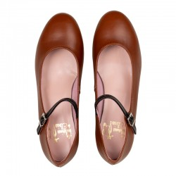 Zapato de tacón con pequeña solapa, en ante blanco y negro con topitos y borlas en ante granate - Modelo Sevilla