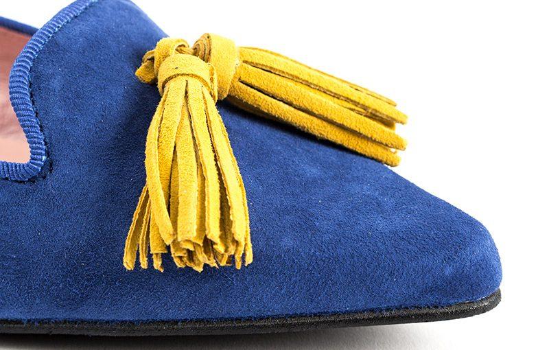 Slipper punta ante azulón borlas amarillas